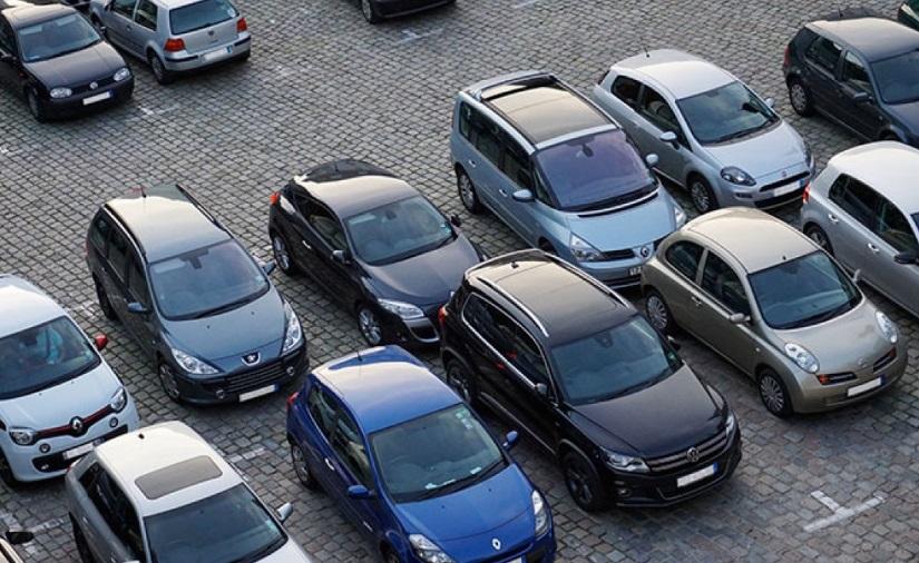 Parkings avec voitures