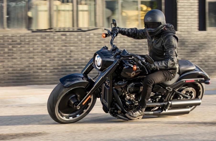 Personne en Harley Davidson