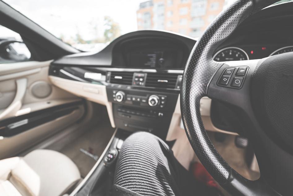 personnaliser intérieur de sa voiture des tapis au volant