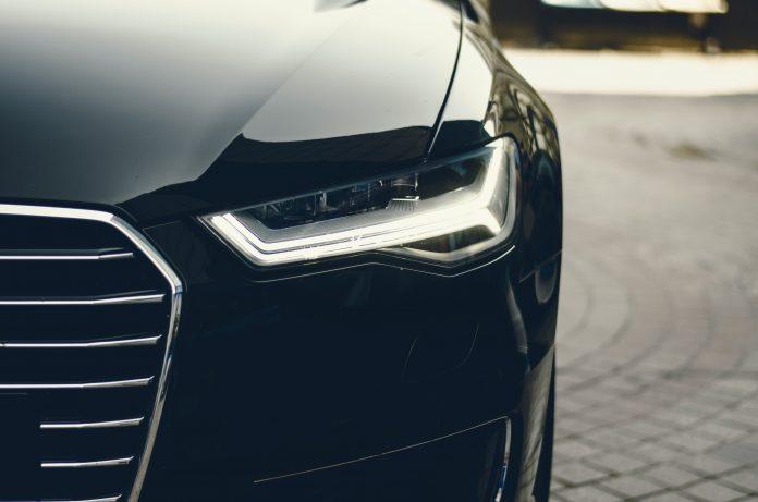 phare voiture noir